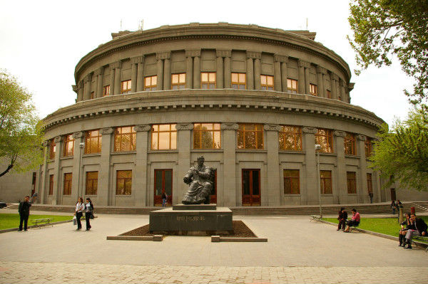 اپرا تئاتر ارمنستان