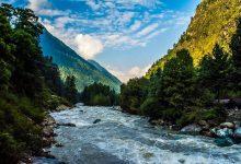 تصویر رودخانه پارواتی: طبیعتی زیبا در روستای کازول