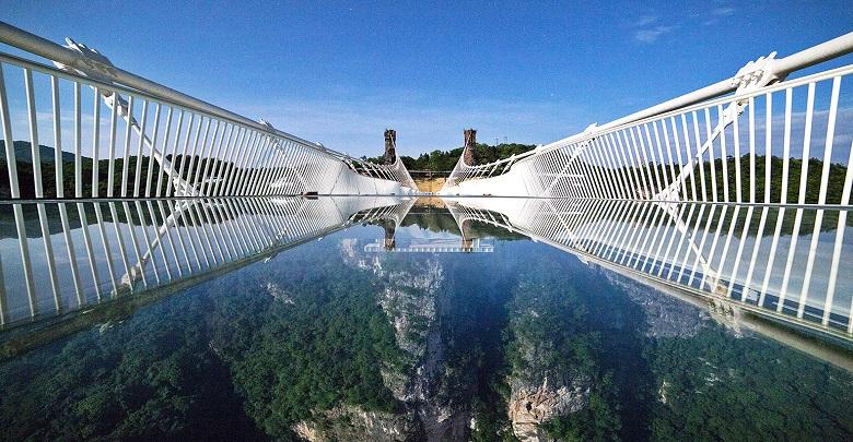پل شیشه ای ژانگجایجی چین